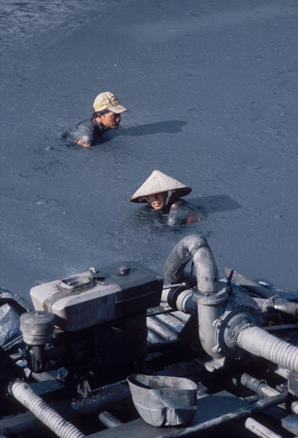 dva v kalne vode u cerpadla