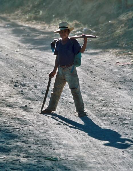 kluk s motykou-stin -Atitlan-San Pedro
