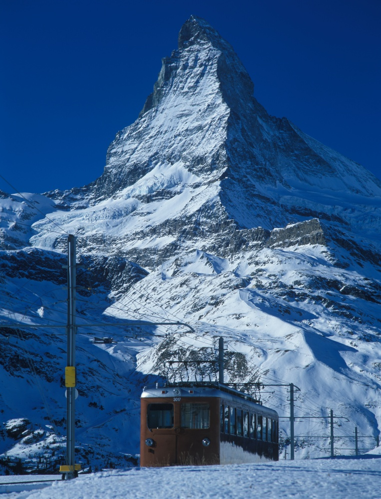 matterhorn-funicular-train-mountain-winter