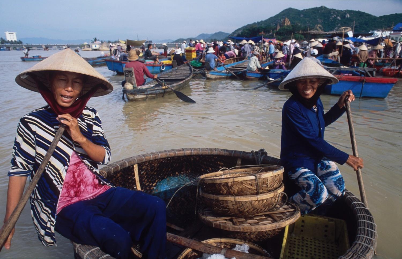 rybi trh-zeny na kulatem clunu-det