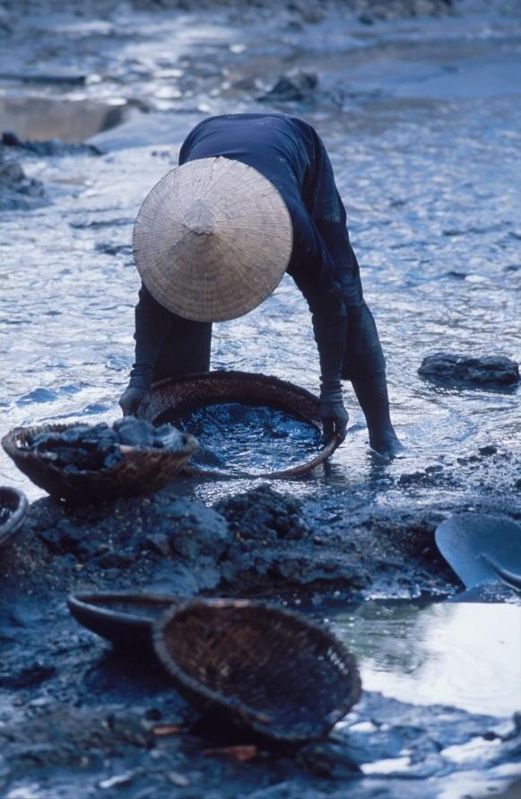 vyplavovani kousku uhli